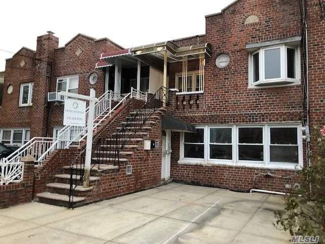 4 BR,  2.00 BTH Duplex style home in Canarsie