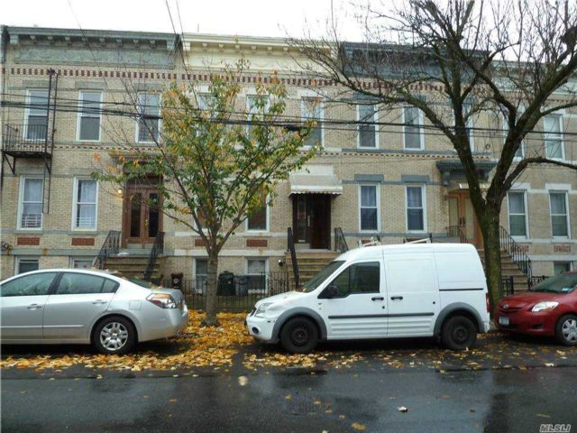 7 BR,  3.00 BTH Other style home in Ridgewood