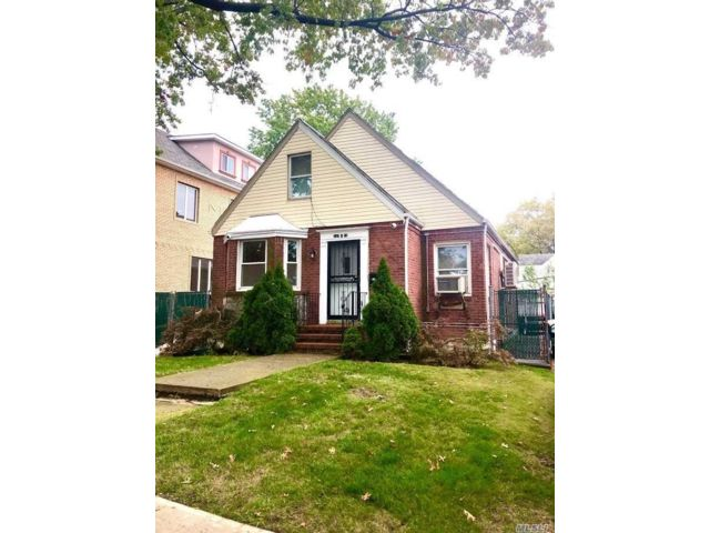 3 BR,  3.00 BTH Cape style home in Flushing