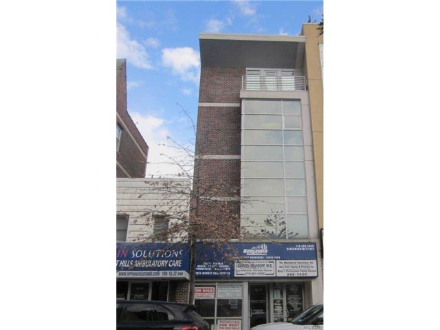 Studio,  0.00 BTH Commercial style home in Forest Hills