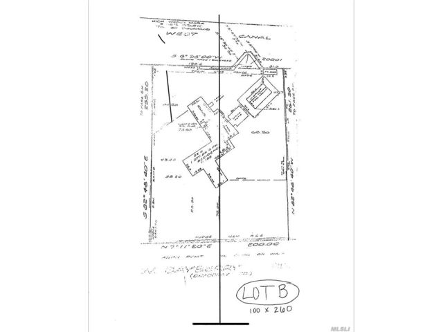 Lot <b>Size:</b> 2600 Land style home in Islip