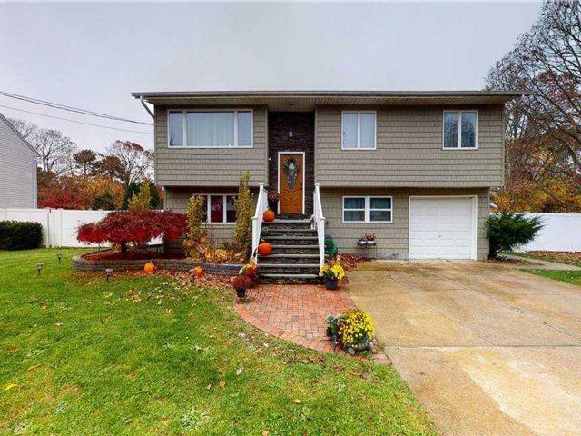 [Bohemia Real Estate, listing number 3170674]