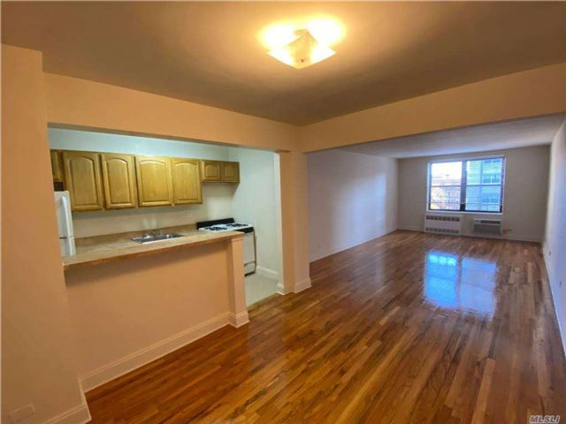 1 BR,  1.00 BTH  Apt in bldg style home in Forest Hills
