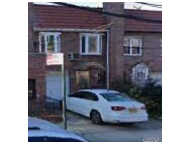 3 BR,  2.00 BTH 2 story style home in Astoria