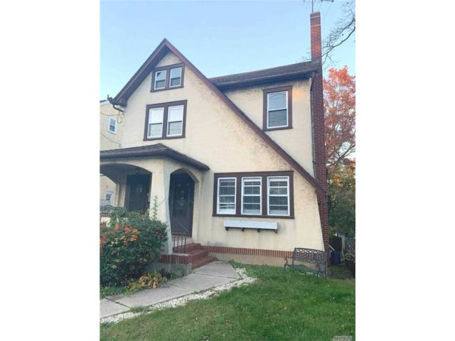 2 BR,  1.00 BTH  Multi family style home in Oyster Bay