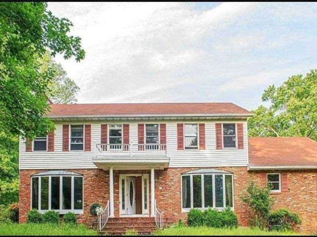 4 BR,  4.00 BTH Single family style home in Out Of Area Town