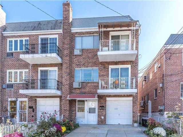 7 BR,  5.00 BTH 2 story style home in Middle Village