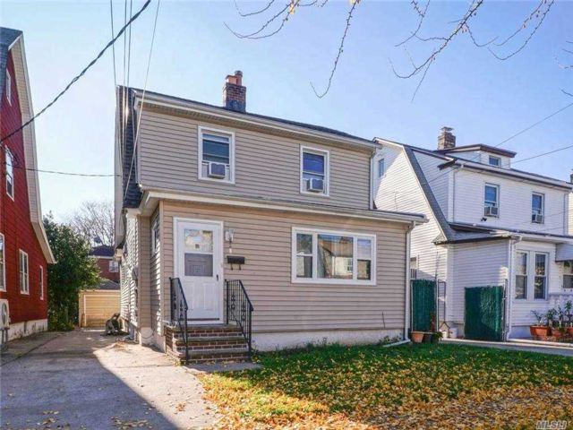 5 BR,  2.00 BTH Colonial style home in Queens Village
