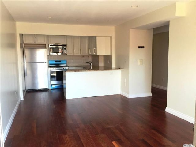 3 BR,  2.00 BTH  Mid rise style home in Fresh Meadows