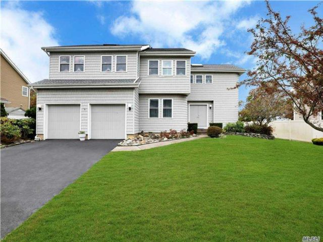 4 BR,  3.00 BTH  Colonial style home in East Farmingdale