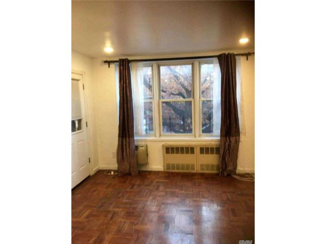 3 BR,  2.00 BTH Other style home in Flushing