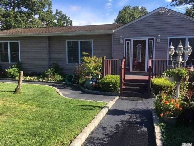 [Holtsville Real Estate, listing number 3170812]