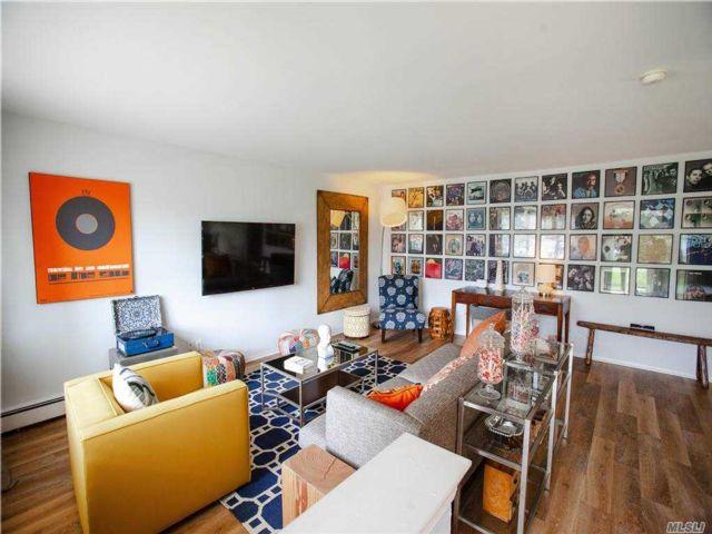 2 BR,  2.00 BTH Duplex style home in Massapequa