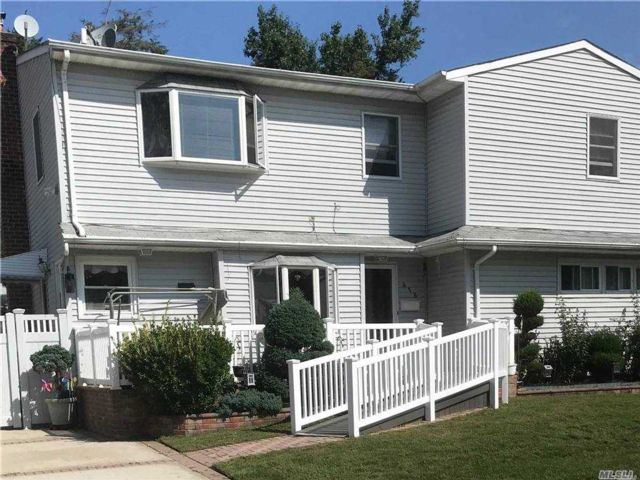 3 BR,  1.00 BTH Apt in house style home in Uniondale
