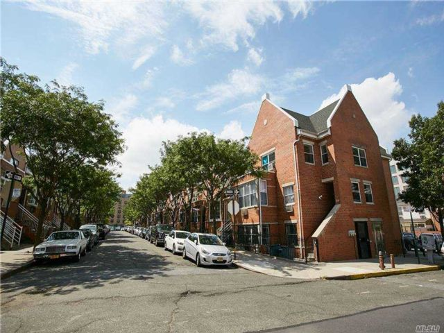 5 BR,  2.00 BTH  Apt in house style home in Bedford Stuyvesant