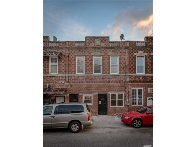4 BR,  2.00 BTH Townhouse style home in Queens Village