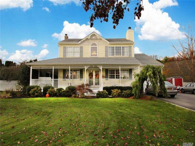 3 BR,  3.00 BTH  Colonial style home in Manorville