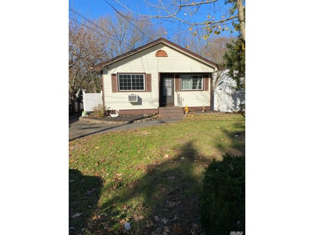[Mastic Real Estate, listing number 3170944]