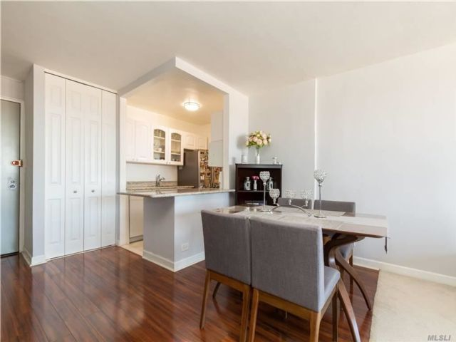 1 BR,  1.00 BTH  High rise style home in Kew Gardens