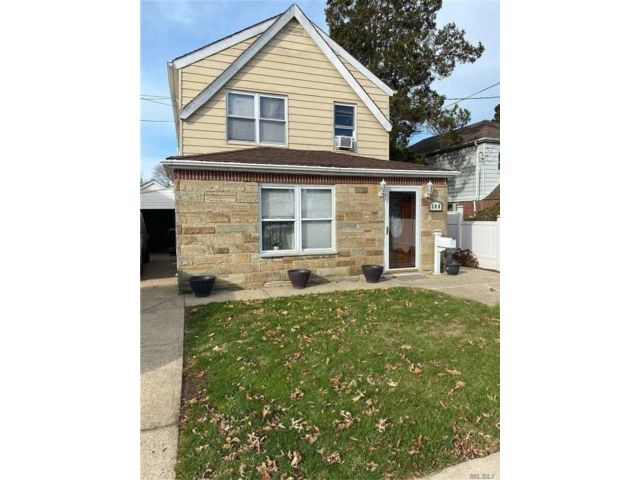 4 BR,  2.00 BTH  2 story style home in Elmont