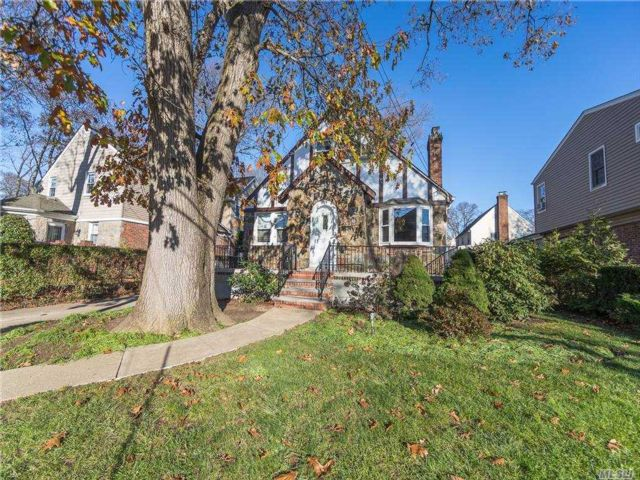 4 BR,  2.00 BTH  Cape style home in Lynbrook