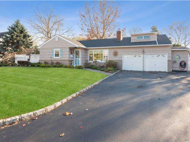 4 BR,  2.00 BTH Farm ranch style home in Amityville