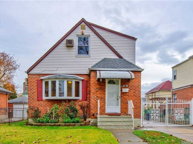 4 BR,  3.00 BTH Exp cape style home in Bellerose