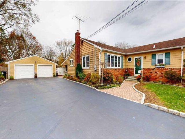 3 BR,  3.00 BTH Cape style home in Bay Shore