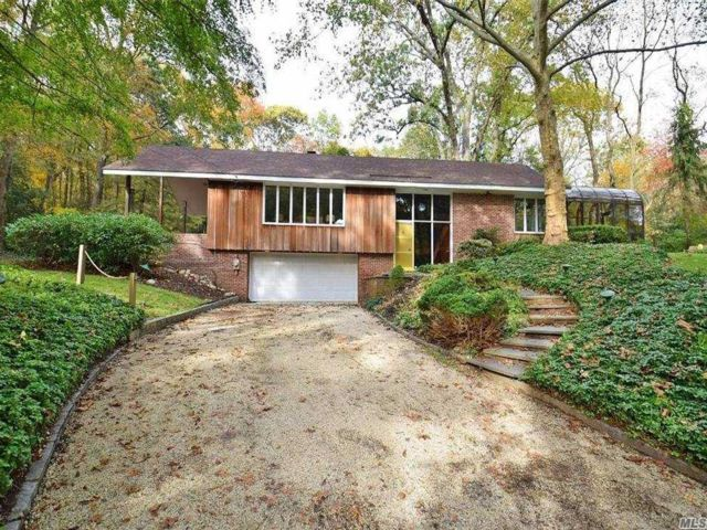 3 BR,  3.00 BTH Exp ranch style home in Huntington