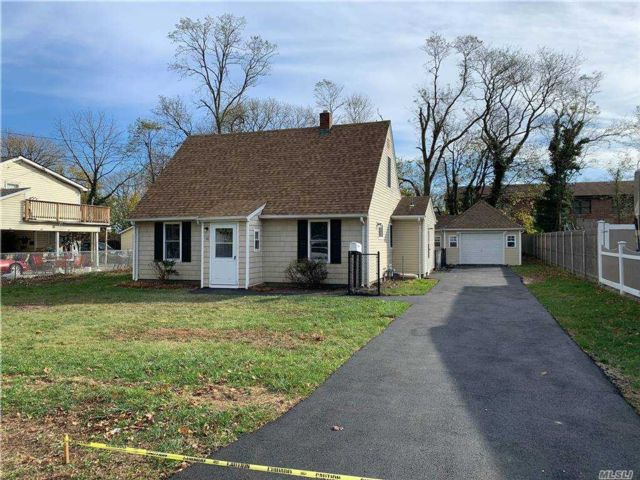 4 BR,  2.00 BTH  Exp cape style home in Central Islip