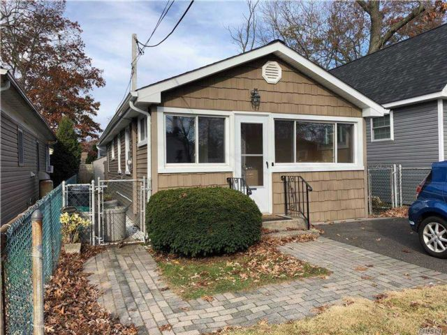1 BR,  1.00 BTH Ranch style home in Ronkonkoma