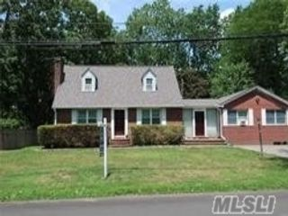 4 BR,  3.00 BTH Exp cape style home in Greenlawn
