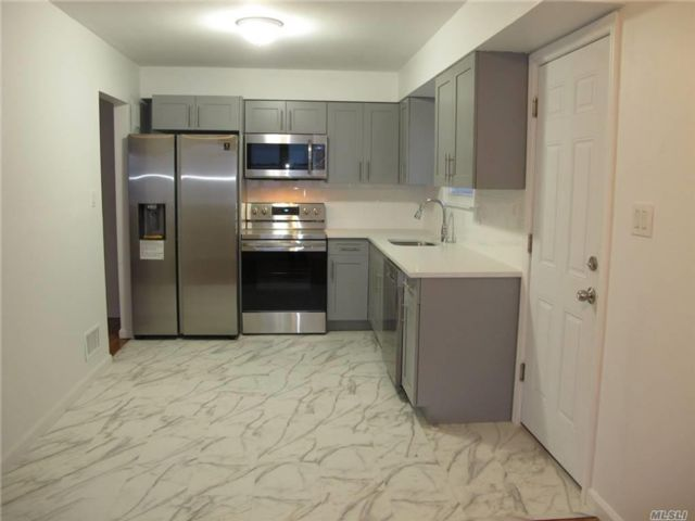 4 BR,  3.00 BTH Townhouse style home in Flushing