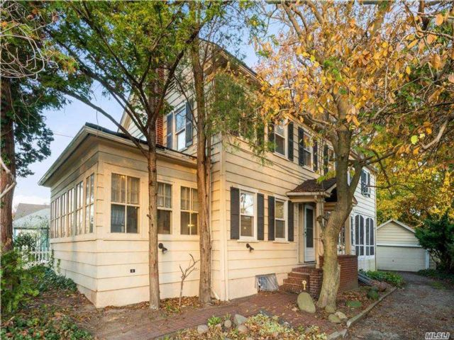 5 BR,  3.00 BTH  Colonial style home in Jamaica Estates