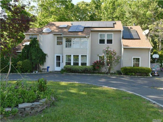 5 BR,  3.00 BTH Contemporary style home in Coram