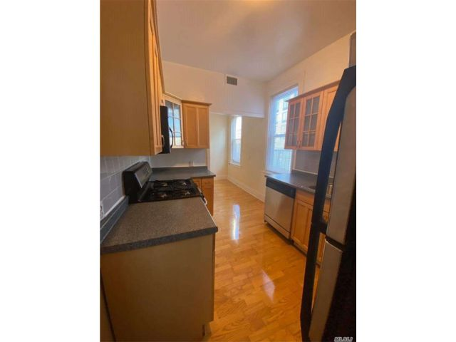 2 BR,  2.00 BTH Apt in house style home in Long Island City