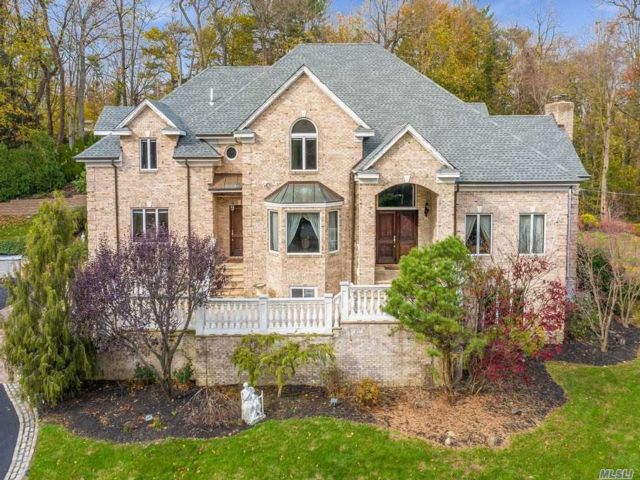6 BR,  7.00 BTH Colonial style home in Glen Cove