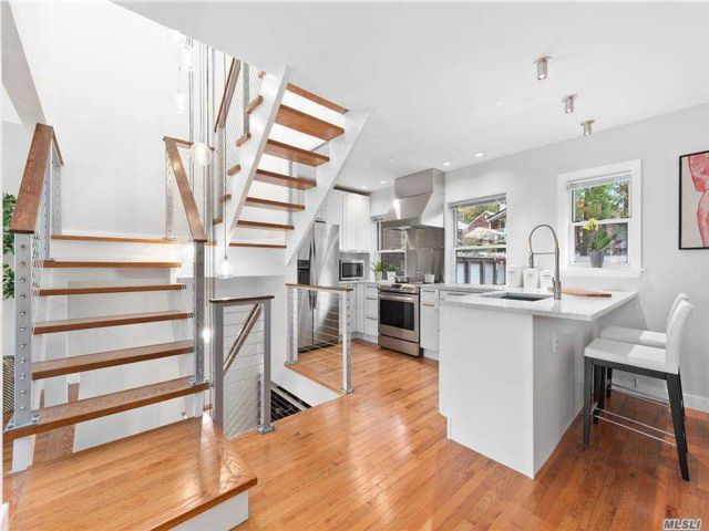 3 BR,  3.00 BTH Townhouse style home in Forest Hills