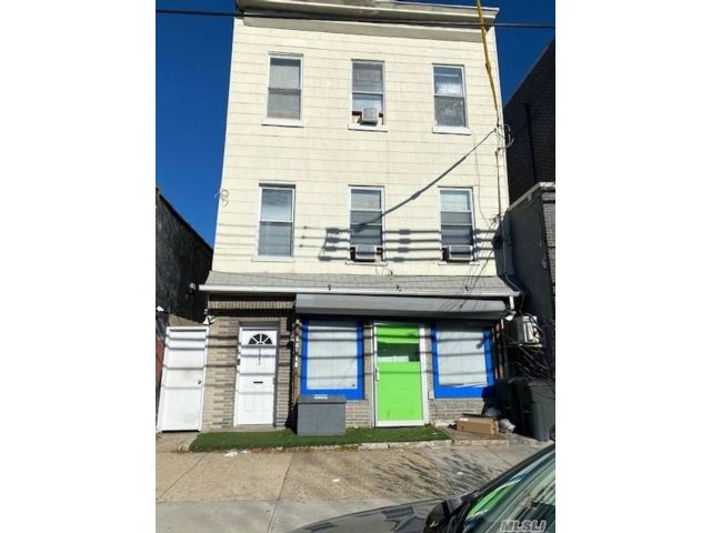 6 BR,  5.00 BTH  Store+dwell style home in Woodside