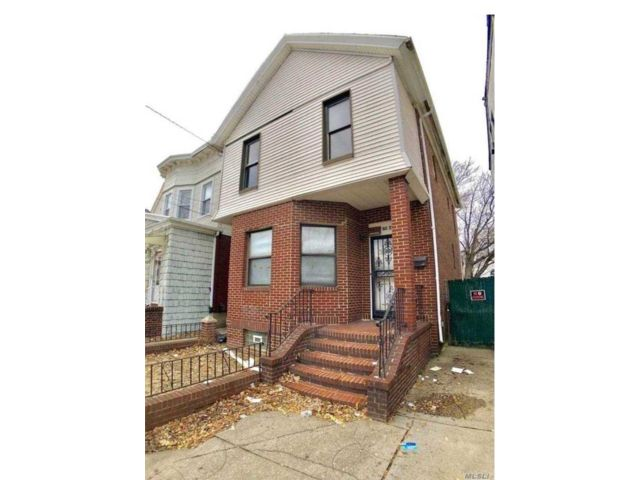 4 BR,  3.00 BTH 2 story style home in Woodhaven