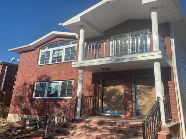 6 BR,  5.00 BTH  2 story style home in Springfield Gardens