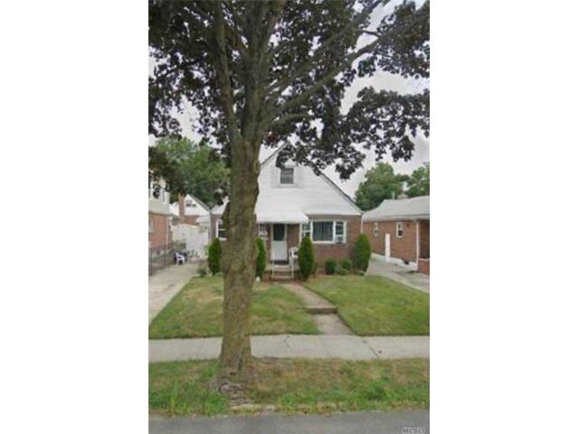 2 BR,  2.00 BTH Cape style home in Bellerose