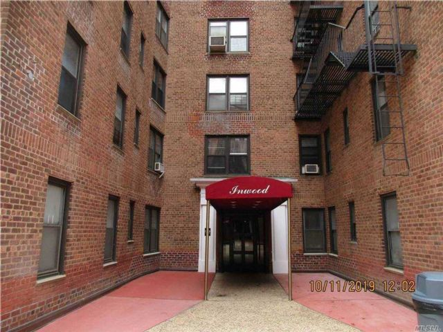 2 BR,  1.00 BTH  Other style home in Woodhaven