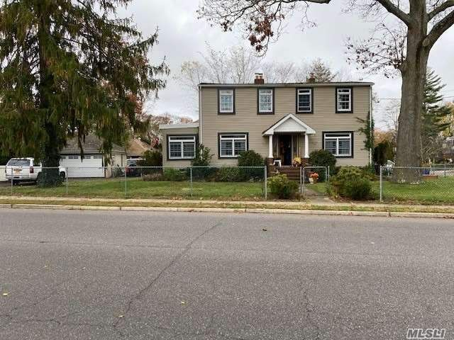 4 BR,  2.00 BTH  Colonial style home in Amityville