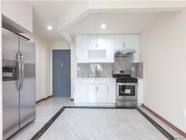 2 BR,  1.00 BTH Mid rise style home in Elmhurst