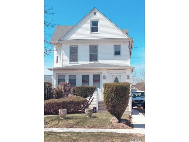 2 BR,  1.00 BTH  Colonial style home in Lynbrook