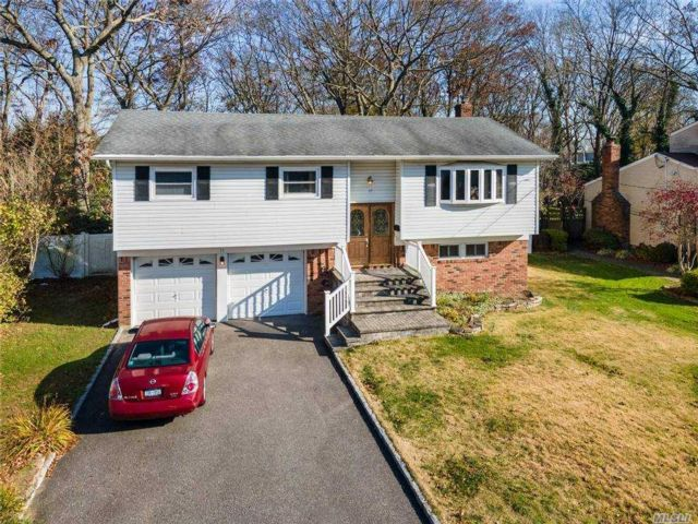 4 BR,  2.00 BTH Hi ranch style home in East Islip