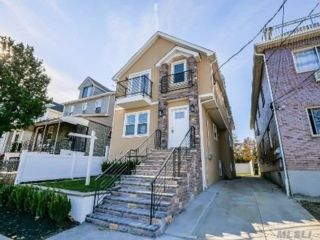 6 BR,  4.00 BTH 2 story style home in College Point