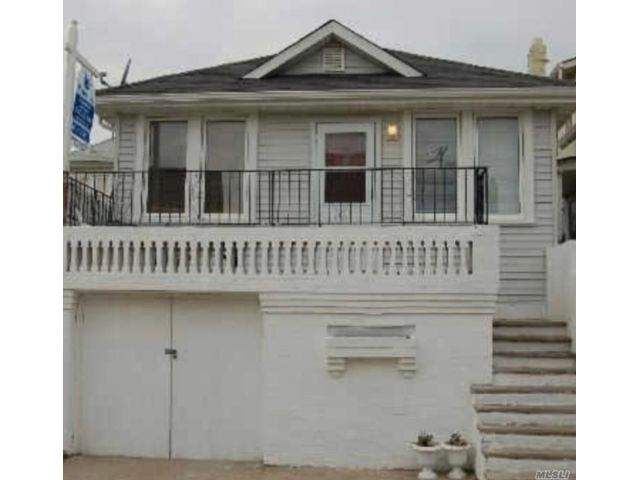 5 BR,  2.00 BTH 2 story style home in Long Beach