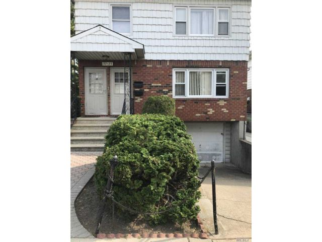 6 BR,  4.00 BTH  2 story style home in Howard Beach